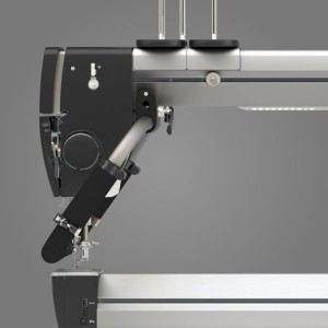 products_machines_q24_feature_threading_bobbin